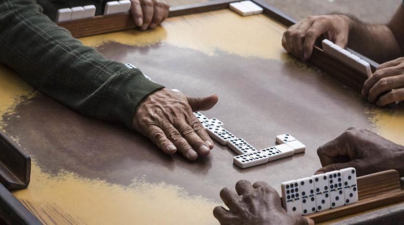 hand showing dominoes